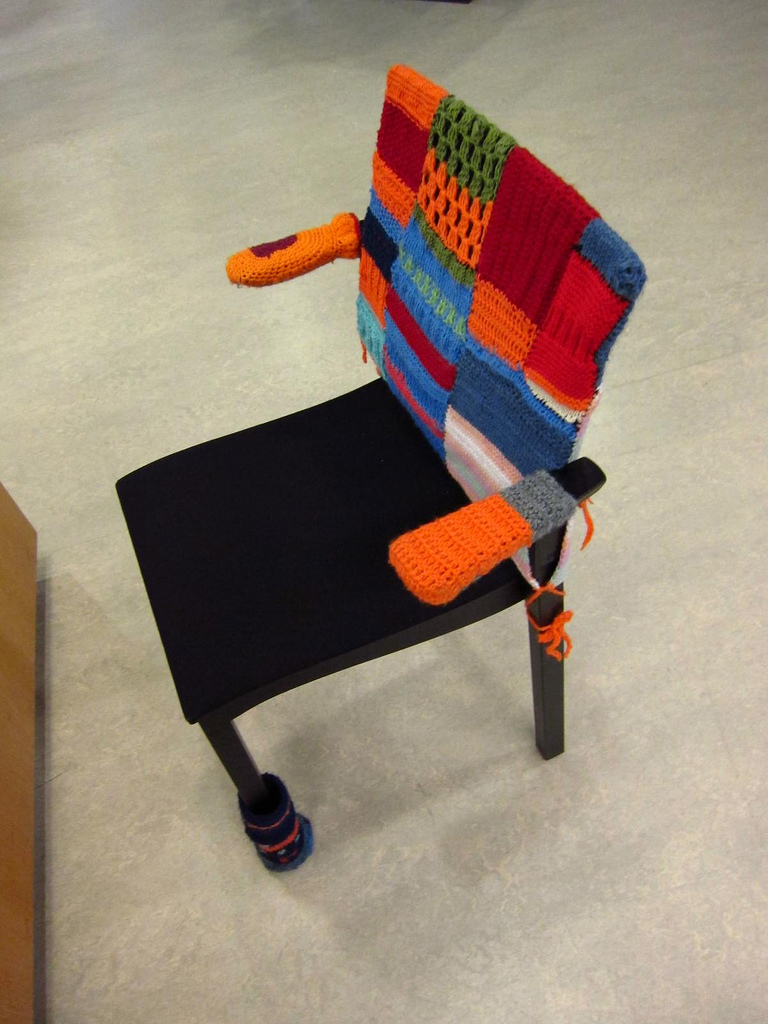 Sello Library, Espoo - Yarn Bombing